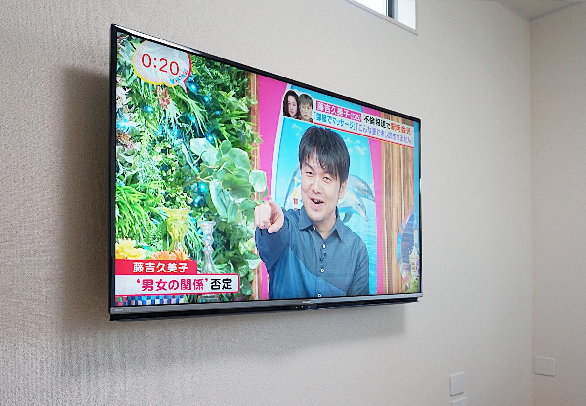 壁内配線にテレビを取り付けた写真