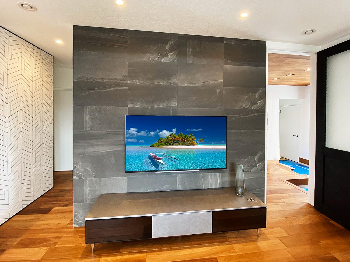 サーラ空宅モデルハウスでのテレビ壁掛け工事