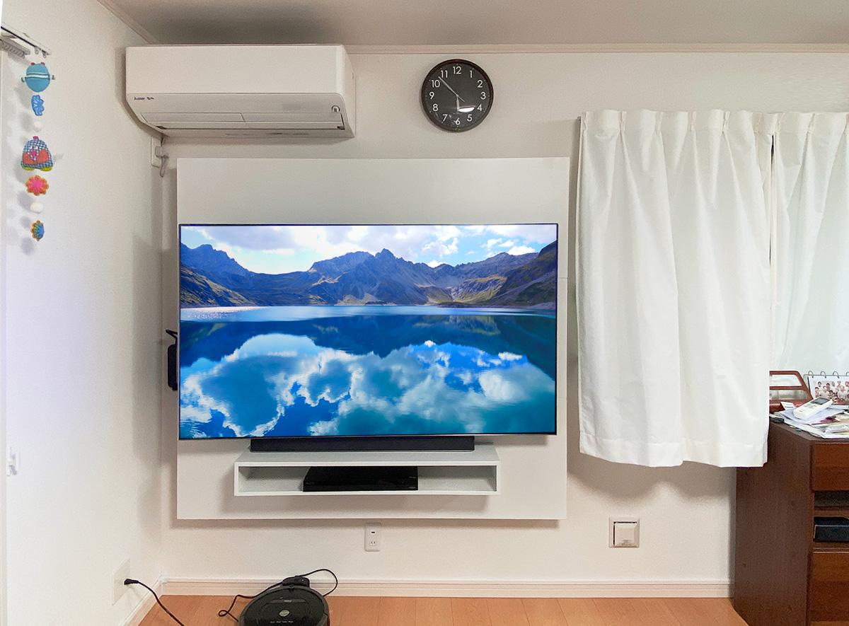 65インチ液晶テレビとフロートテレビボード「SORA」